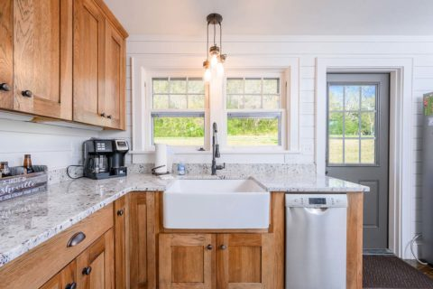 Farmhouse sinks offer a functional and aesthetically pleasing options for kitchen remodels